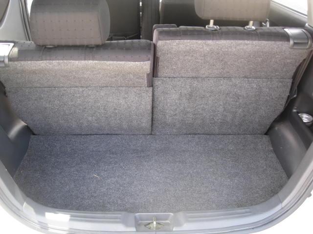 ラゲッジスペースも充分あります。とても広い車内空間です