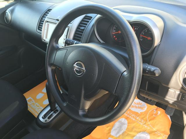 見てください!!ハンドルは綺麗な状態です!使用頻度の高い運転席、助手席シートは共にグッドコンディションです!!