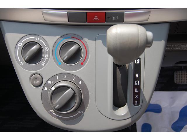 車内クリーニング、フロアマットなどの清掃はもちろん、目に付きにくいシートの下や、シートベルトなども本格清掃をいたします!!