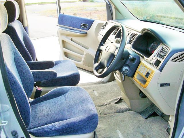 車内はブルーのシート・内装で非常に明るい雰囲気です♪