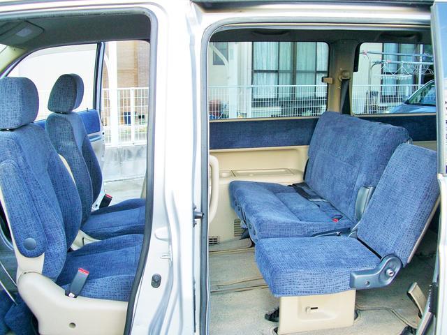 前席は回転シートですので1列目と2列目で対面シートとしてお使い頂けます♪