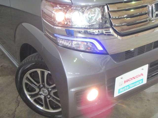 ディスチャージヘッドライト & フォグライトで夜間も見やすくあんしんして運転ができます!