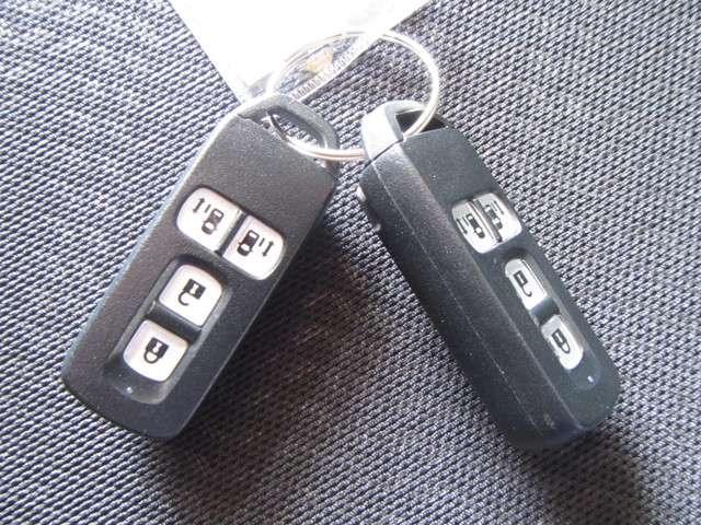 ★スマートキー! カギはポケットやバッグに入れたままでOK!ドアのセンサーにタッチするばドアロックが開閉、エンジンの始動もカギを差し込む必要はございません!  オススメの装備です。★