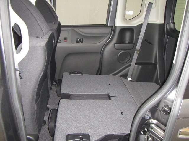 セカンドシートはカンタンに収納ができて、こんなにフラットにお使いいただけます!