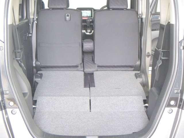 2列目シートは床下にきれいにに収納できます!余計なでっぱりもなく使いやすいですね!