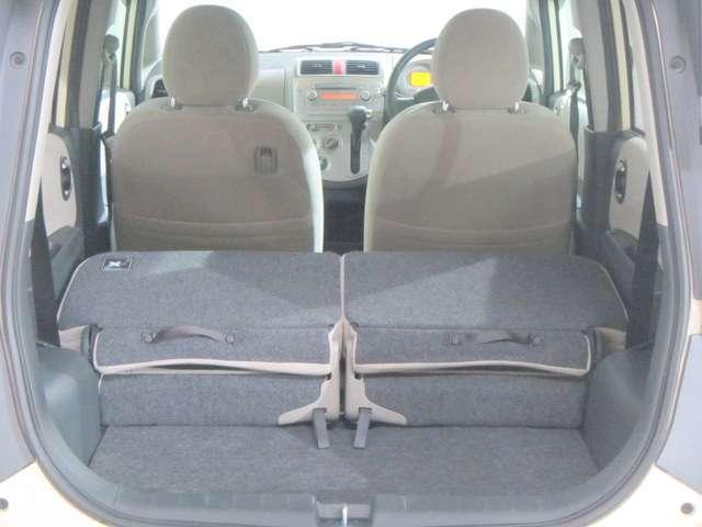 後部座席を倒せば、大きな荷室も確保できます!