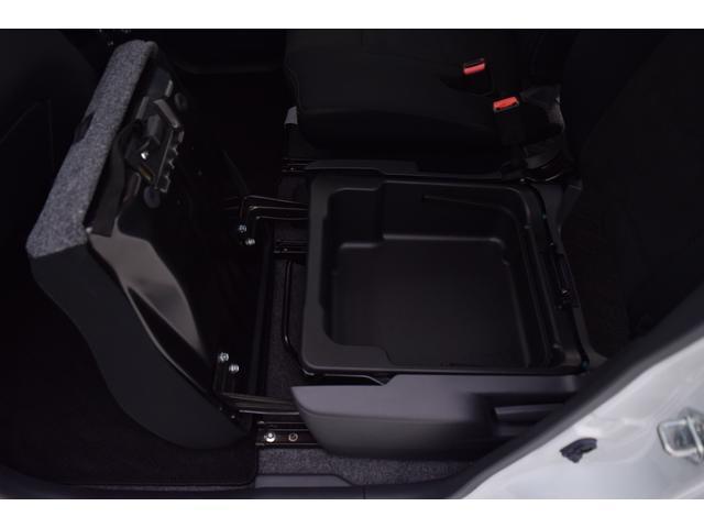 収納スペースも十分に確保ができるので、どの年齢層にも人気の車種になります。