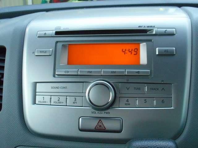 シンプルなデザインで使い易いCDコンポが付いています。