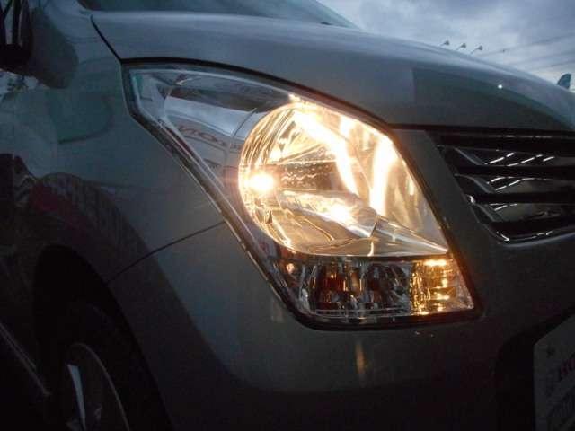 路面の凹凸が確認しやすいハロゲンヘッドライトが付いています。