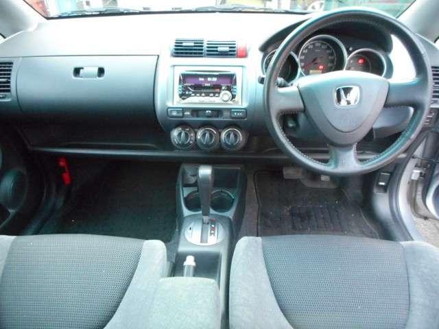 ☆運転席廻りの状態☆  視認性に優れた機能的レイアウトの運転席廻りで、ドライビングの楽しみが益々高鳴りますね。