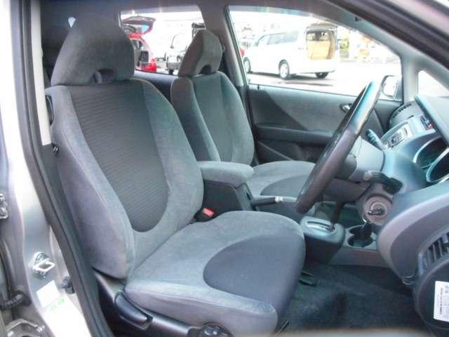 ☆室内清掃のポリシー☆  当社専属のカークリーニング業者との契約で、清掃・消臭・除菌をしています。新車のような清潔な気持ちよく長距離ドライブでも疲れにくい仕様でフロントシートを再現しています。