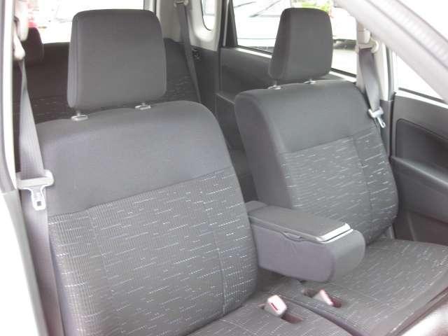 運転席、助手席もゆったりとしています。
