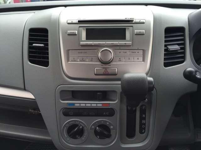運転席、助手席からオーディオ、エアコン操作もしやすい設計☆