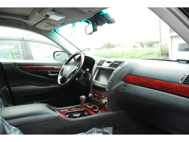 ☆左ハンドル☆車内の雰囲気も変わって見えますね!人とは違う特別さが欲しい人にはピッタリですよ!
