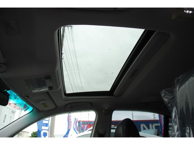 ☆サンルーフ☆車内の換気はもちろん、開放的な気分にさせてくれますね!