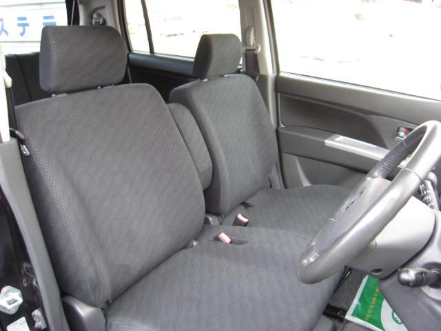 フロントシートの画像です。シミ・破れなどなく非常に綺麗です!!ベンチシートになっています!!