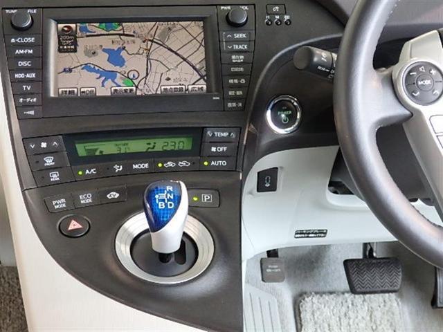 シフトレバーは電気式スイッチを利用し軽い操作でチェンジが可能です。パーキングはPボタンを押すだけです。