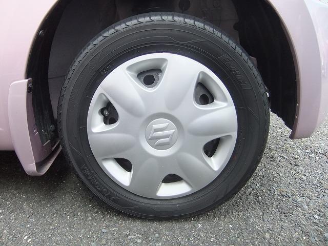 純正のホイールカバーです。社外のアルミホイール等への組み換えなどもお気軽にご相談ください。新品タイヤも格安にて、販売しております。どうぞ御相談ください。HID、LEDライトもお安くしております。