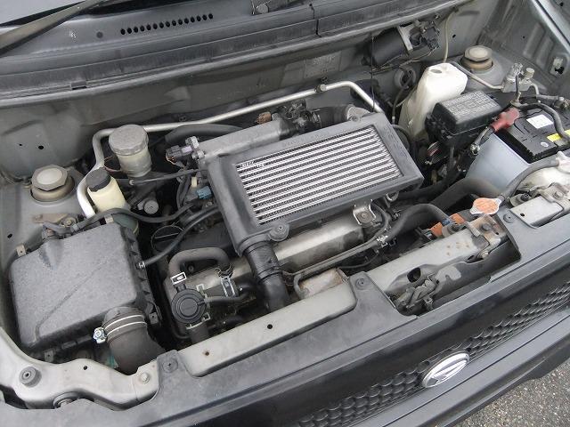 インタークーラー付きターボ車です。 パワーもあり坂道などでもアクセルはあまり踏み込まなくていいです。 軽量化により、燃費も良くなっています。