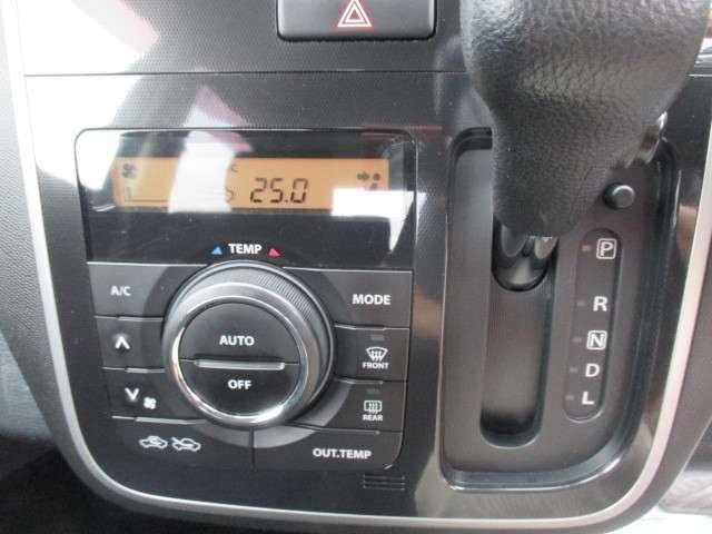 オートエアコン装備ですので、車内はいつも快適温度に保たれます。