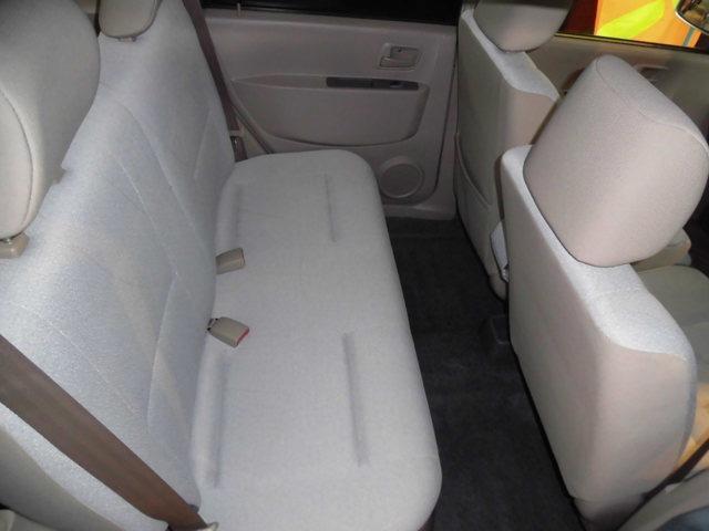 リヤシートは疲れにくく足元スッキリです!!