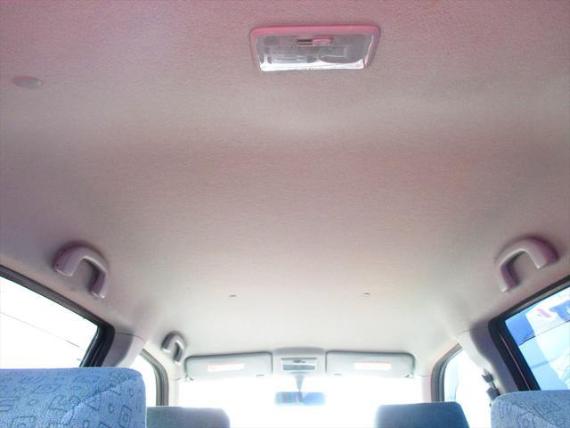 禁煙車なので天井も綺麗です。