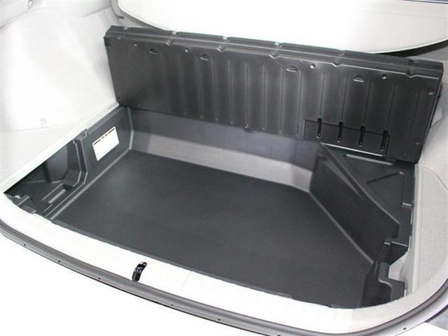 床面下にも大きな収納スペースがあります。あまり取り出さない荷物はここに収納しておくと便利ですね。