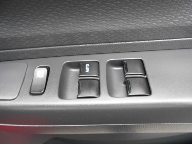 運転席の窓は、オート開閉となっているのでボタンの長押し不要!