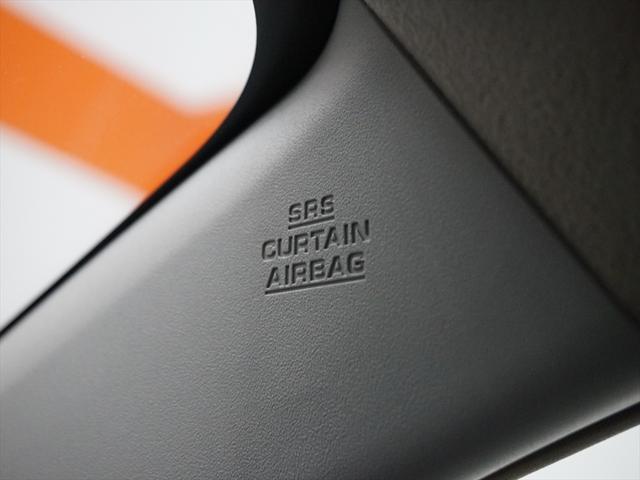 カーテンシールドエアバッグは、万一に備えた安全装備。ガラス、ピラーなど側面から頭部への衝撃を吸収してくれます。