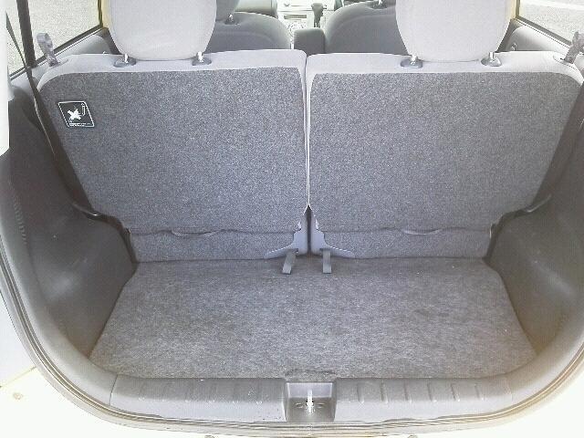 トランクルームです。 後部座席を倒せば、大きなお荷物もラクラク乗せられます♪