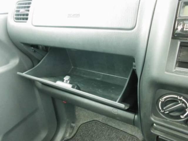 車検証などの収納にグローブBOXです