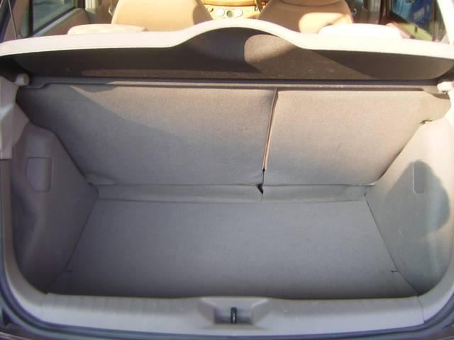 やっぱり車内も素敵に!専用シートカバー・内装埋め込みLED・タコメーターなどお客様にあった「世界に1台」をお作り致します。