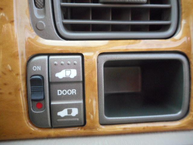 助手席リアドアは電動スライドドアです!車内からも開閉可能!