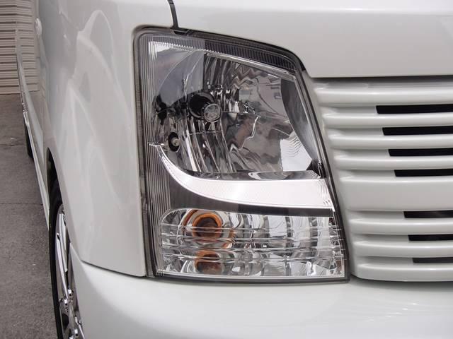このワゴンRは、後期モデルですので、ヘッドライトの中央にキレ上がったメッキのアンダーアイラインがオシャレです。