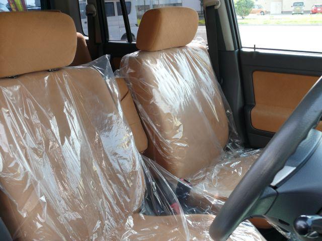 オシャレで居心地のいい車内になっております。アームレスト付きで快適な運転ができます☆