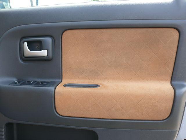 ドアの内張りはシートと共布になっております。
