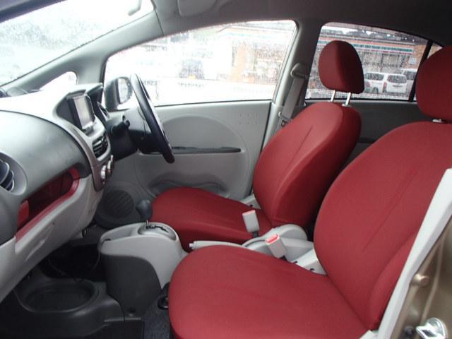 赤シートは高級感があり軽自動車では珍しいです。