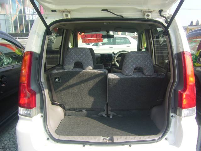 リアシートは各々収納でき、フラットになりますので、荷物もたっぷり納まります!