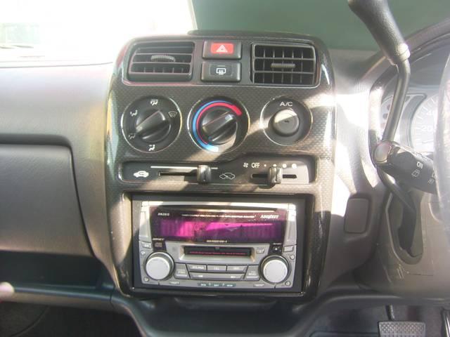 CD/MDデッキ搭載!好みの音楽でドライブもいっそう楽しくなりますね!