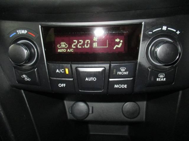オートエアコン♪ボタン1つ押すだけで温度に合わせて風向風量調整してくれる大変便利な装備です オシャレな室内となっております♪タバコ汚れコゲ臭い等まったくありませんオススメの1台です♪