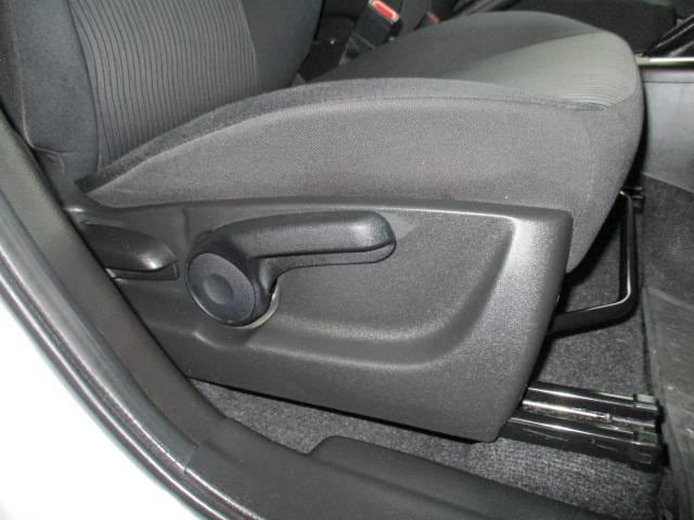 運転席シートリフター高さ調整可能です♪快適装備です♪目線を高くできる為、運転しやすくなります♪全車保証付です。不明な点は092−410−9292かしいかえんモータウン店までお気軽にお問い合わせください