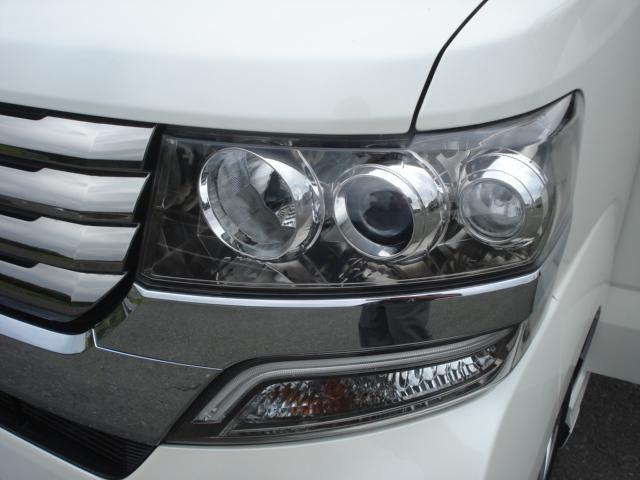ヘッドライトは、当社の専門スタッフが、水垢落としから、磨きまで丁寧に仕上げを行っております!品質には、自信を持っております!