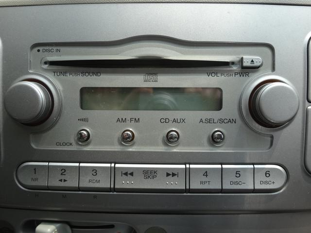 純正のCD付ですが、安価にてナビゲーション・バックカメラ・フリップダウンモニター・ドライブレコーダー・HID取付・フィルム施工なども承っております♪