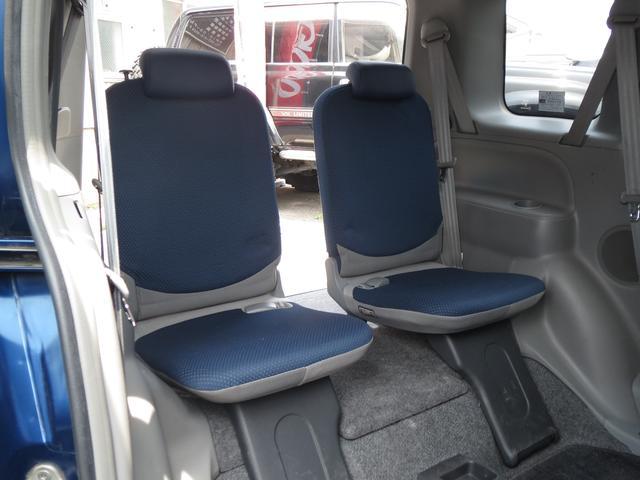 補助席を使えば7人乗りになりますよ!