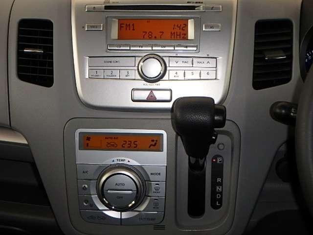 スズキ純正一体型CDコンポ搭載です。