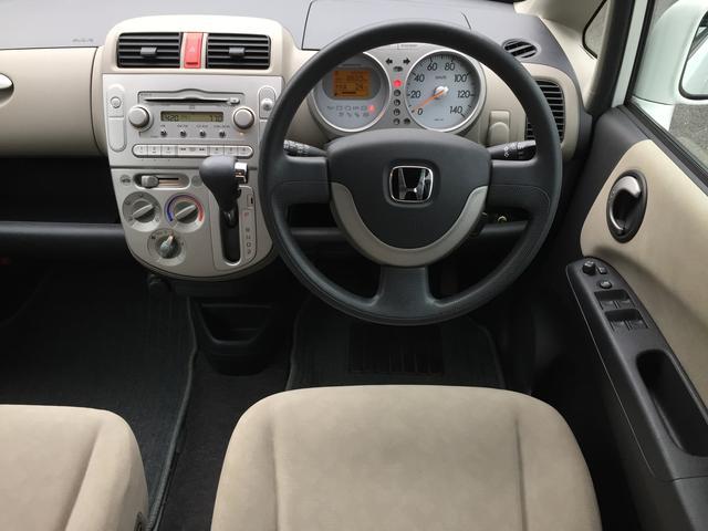 運転席。内装もキレイです