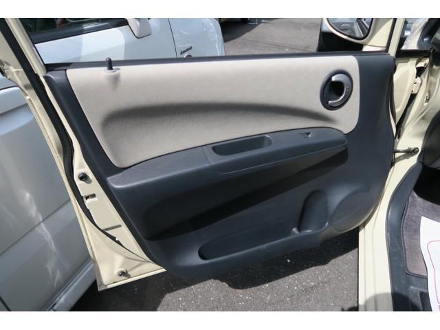 中古車だと黄ばみがちな内装パネル部分もこの通り綺麗に清掃済みです!目に見えるところはもちろん、消臭&抗菌も行っておりますので内外装共に良質な一台をお届け致しますよ♪