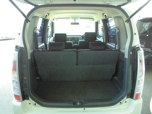 広々とした開口部。広さは勿論、荷物の乗せおろしも楽な高さも魅力的です。
