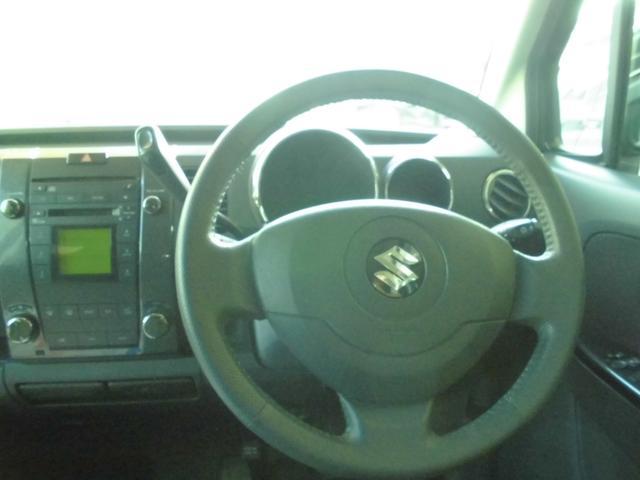 運転する喜びを感じさせてくれるコックピット。そこはまさにコックピット。