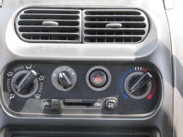 車内を快適な空間にしてくれる、エアコン♪冷暖房共にバッチリ効きますよ♪